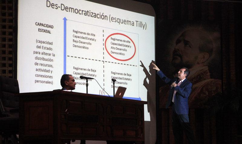 Compilan en un libro propuestas para lograr transición democrática
