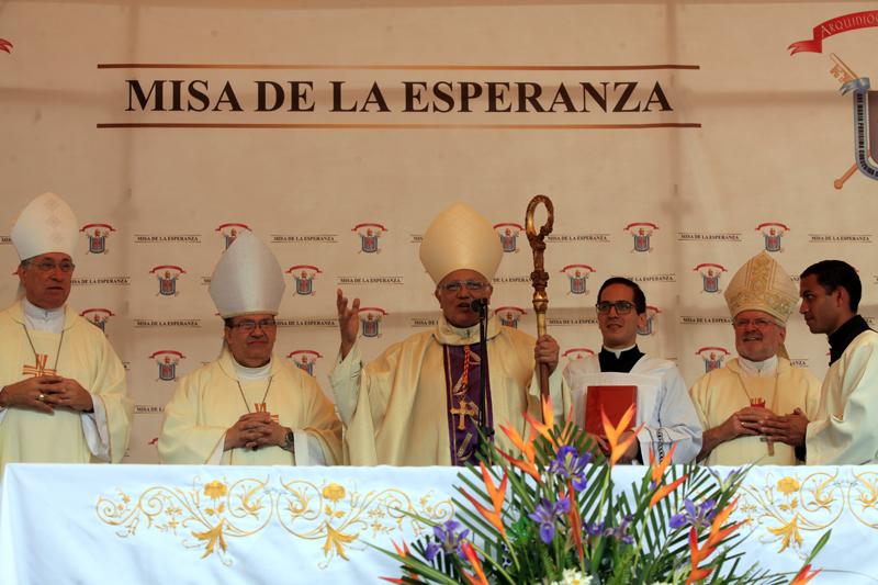 """""""No abandonemos la esperanza"""": Cardenal Baltazar Porras pide vencer la resignación"""